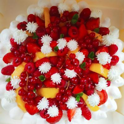 Pavlova fruits rouges nectarine